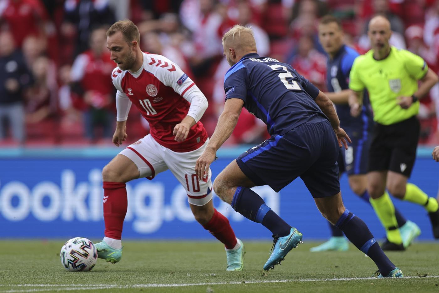 Euro 2020: shock in Danimarca-Finlandia, necessario massaggio cardiaco ad Eriksen
